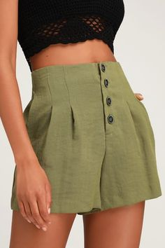 Achieve your trendy girl dreams with the Lulus Successful Stella Olive Green Button-Up Shorts! Woven olive green fabric constructs these high waisted shorts. Cute Casual Outfits, Short Outfits, Summer Outfits, Fashion Group, Fashion Outfits, Womens Fashion, Style Fashion, Fashion Trends, Kleidung Design