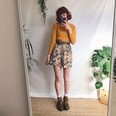 Beautiful true vintage denim mini skirt, in the prettiest in - Depop - Em Na. - Beautiful true vintage denim mini skirt, in the prettiest in - Depop Beautiful true vintage denim mini skirt, in the prettiest in - Depop - Mode Outfits, Retro Outfits, Skirt Outfits, Vintage Outfits, Vintage Fashion, Artsy Outfits, Aesthetic Fashion, Aesthetic Clothes, Look Fashion