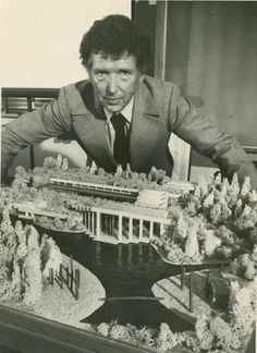 The house Arthur Erickson designed for artist Gordon Smith in West Vancouver is one of the coolest houses ever built in Canada. Order Of Canada, Canada 150, Vancouver Art Gallery, Architecture Models, Downtown Vancouver, Desert Homes, Frank Lloyd Wright, First World, Architects