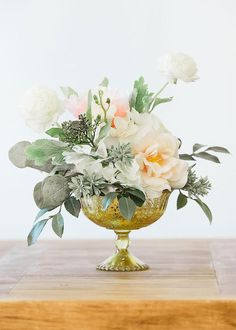 Easy Buying Wedding Centerpieces Tips - Essential Factors For Fun Wedding Flower Decorating - An Update - HiHorse Weds Simple Wedding Centerpieces, Floral Centerpieces, Centerpiece Ideas, Mercury Glass Centerpiece, Quinceanera Centerpieces, Vintage Centerpiece Wedding, Anniversary Party Centerpieces, Magnolia Centerpiece, Round Table Centerpieces