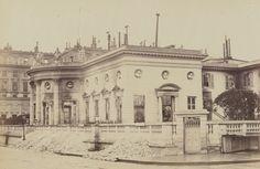 Hôtel de Salm, chancellerie de la Légion d'Honneur, photographie de Wulff le jeune, [album] Les Ruines de Paris, 1871, BnF/Gallica Hôtel de Salm incendié pendant la Commune, 1871