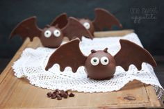These cute bat oreo truffles are easy to whip up and perfect for a quick Halloween treat!