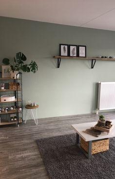 #earlydew #monstera #bakkerskast #homedecor inrichting Living Room Modern, Home Living Room, Living Area, Living Room Decor, Kitchen Wall Colors, Green Rooms, Green Living Rooms, Room Colors, House Colors