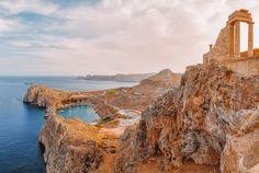Discover the ancient Acropolis of Lindos Rhodes island Greek Islands To Visit, Best Greek Islands, Greece Islands, Beautiful Islands, Beautiful Places, Marmaris, Greek Town, Ocean Cruise, Cruise Destinations