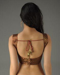 Beautiful and Unique Blouse Designs Choli Designs, Sari Blouse Designs, Saree Blouse Patterns, Look Fashion, Indian Fashion, Sari Bluse, Saree Jackets, Indian Blouse, Indian Wear