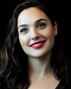 So beautiful Gal Gadot Girl Face, Woman Face, Girl Smile, Beautiful Eyes, Beautiful Women, Beautiful Smile, Gal Gardot, Gal Gadot Wonder Woman, Beautiful Celebrities