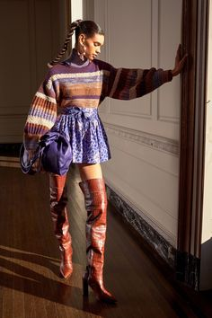 Ulla Johnson Pre-Fall 2020 Fashion Show Ulla Johnson Pre-Fall 2020 Collection - Vogue History of Knitting Yarn spinning, weaving and stitching jobs such as BC. Knitwear Fashion, Knit Fashion, Vogue Fashion, Runway Fashion, Fashion Outfits, Fashion Weeks, Woman Fashion, 2020 Fashion Trends, Fashion 2020