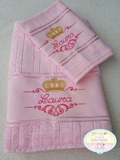 Jogo de toalha personalizada e bordada