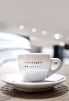 Coffee Is Life, I Love Coffee, Coffee Break, Morning Coffee, Coffee Lovers, Coffee Cafe, Espresso Coffee, Coffee Drinks, Cozy Coffee