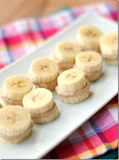 Definitely bringing these to work for a mid-morning snack. Post-Workout Banana Bites from Eat Yourself Skinny. Ww Recipes, Dessert Recipes, Desserts, Snack Recipes, Snacks Ideas, Yogurt Recipes, Skillet Recipes, Clean Recipes, High Protein Snacks