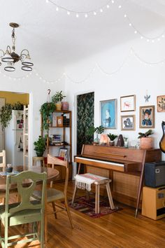 audio room audio room Master of None's Noël Wells' Vibrant and Personal LA Rental Piano Room Decor, Wells House, Home Music Rooms, Audio Room, Home Living Room, Sweet Home, House Design, Studio Design, Family Room