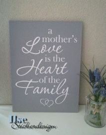 Tekstbord A Mother's Love is the heart of the family