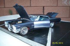 1965 Pontiac 1/25 scale model car.