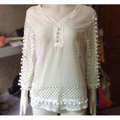 Blusa Branca Plus Size Em Chifon Com Renda Gripir Decote V - R$ 170,00