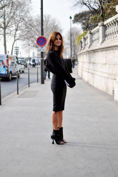Christine Centenera in black Street #style #fashion