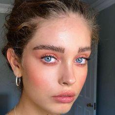 soft make up look with nude colors and a natural brow Smokey Eye Makeup, Lip Makeup, Makeup Tips, Makeup Shayla, Witch Makeup, Eyeshadow Makeup, Halloween Makeup, Makeup Ideas, Airbrush