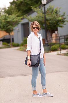 GiGi New York | s e e r s u c k e r + s a d d l e s Fashion Blog | Lauren Navy Crossbody