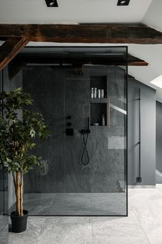 Bathroom with exposed wooden beams Timeless Bathroom, Modern Bathroom, Shower Bathroom, Bathroom Black, Glass Shower, Bathroom Vanities, Shower Doors, Bathrooms, Bad Inspiration