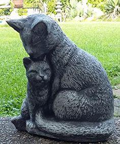 Figura de piedra gata con cachorro