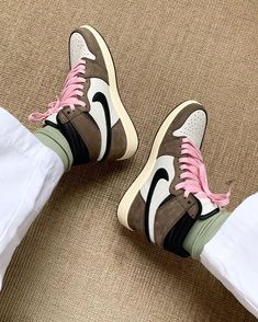 Travis Scott x Air Jordan 1 High TS SP CD4487-100 Tumblr Sneakers, Sneakers Nike, Sneakers Fashion, Fashion Shoes, Mens Fashion, Streetwear, Sneakers Addict, Baskets, Sneaker Store