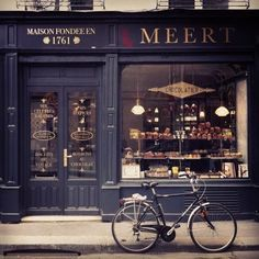 84 vintage bakery shop store fronts window displays - Savvy Ways About Things Can Teach Us Cafe Shop, Cafe Bar, Cafe Restaurant, Bakery Cafe, Restaurant Facade, Cafe Industrial, Café Bistro, Store Front Windows, Display Windows