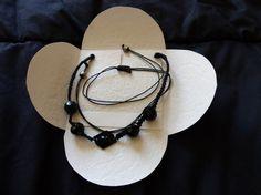 collier noire macramé et perle à facettes