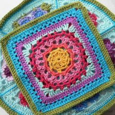 Mandala Square Chris Simon Photo Tutorial Block 20:  Mandala Square {Photo Tutorial} Dit is een mooie voor op een poef!