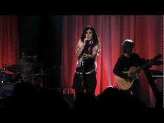 Depois, de Marisa Monte. Ela demora a aparecer, mas quando aparece canta cada música. Afe!!!