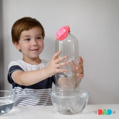 Heating up the air with hot water and then cooling it to see how the balloon reacts. Preschool Science, Science Ideas, Science Activities, Preschool Ideas, Water Cooling, Heating And Cooling, Water Balloons, The Balloon, Cool Experiments