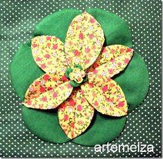 A flor em círculo é feita com 12 círculos em 2 tecidos diferentes. Não é muito difícil de fazer. Separe 2 tecidos que c...
