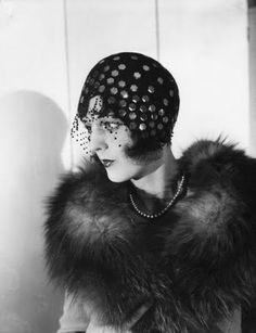 veiled 1920s headpiece - variation on wide head band?