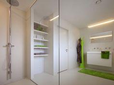 Badkamer • modern • lange lavabo • inloopdouche ...