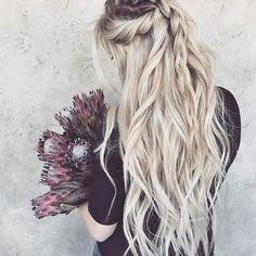 love her hair Hairstyles Haircuts, Pretty Hairstyles, Braided Hairstyles, Medium Hair Styles, Curly Hair Styles, Pinterest Hair, Mi Long, Hair Dos, Hair Hacks