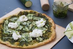 Pizza verde {pesto, courgette, ricotta}