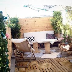 spool tables and pallet outdoor couch - a scaled down version would be great for when the porch is screened in