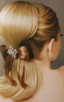 Cute 50's hairstyle! And it's a pony tail! So super cute!