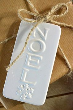 #Christmas #gifts #wrapping ideas ToniK ⓦⓡⓐⓟ ⓘⓣ ⓤⓟ #DIY #crafts Craft paper white Noel tag blog.ao.com