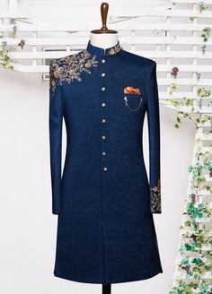 Seize the Royal Aura in this Blue Colored Indo-Western Sherwani by Shameel Khan. Exclusively Customized for Grooms. Inbox us or 📞 for pricing and Appointment. Blazer For Men Wedding, Sherwani For Men Wedding, Wedding Dresses Men Indian, Wedding Outfits For Groom, Wedding Dress Men, Mens Wedding Wear Indian, Wedding Blazers, Bridal Outfits, Blue Sherwani