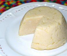 Essa receita é maravilhosa, um queijo vegetal à base de cará da Heloíze Milano, o Queijo da Carmen, como carinhosamente foi nomeado. Carmen é sua filha, uma menina muito esperta e fã desse queijinh…