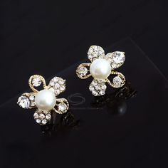 Retro Style Flower Shape Rhinestone and Pearl Inlaid Ear Clips (AS THE PICTURE) China Wholesale - Sammydress.com