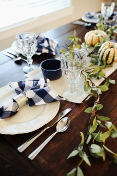 farmhouse inspired thanksgiving table.