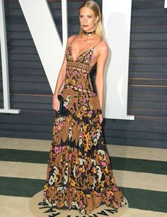 poppy-delevingne-red-carpet-vanity-fair-chocker