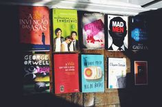 Era uma vez eu, um livro. E assim como muitos outros, já estou bem vivido. Minha companheira de leitura deleitou-se em minhas páginas e há muito se emocionou com as histórias vividas pelos personagens que encontrou aqui.