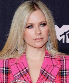 Avril Lavigne Mtv Video Music Award, Music Awards, Best Acne Products, Mtv Videos, Pink Eyeshadow, Glossy Lips, Beauty Junkie, Tinted Moisturizer, Avril Lavigne
