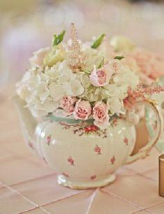 Wonderful sweetheart roses in a teapot foe my Valentine's tea party...{Ana Rosa}: