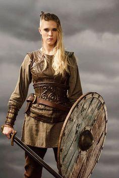 z- Shieldmaiden Thorunn (Gaia Weiss) in Vikings (TV) Costume Viking, Viking Cosplay, Viking Garb, Viking Warrior, Viking Woman, Larp Costumes, Viking Dress, Valkyrie Costume, Barbarian Costume