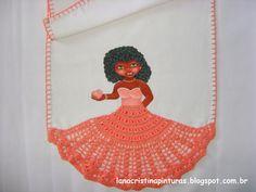 Boneca com Saia de Crochê