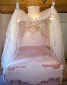 omg how cute is this? im deff doing this when lexi grows out of her toddler bed... in like 10 years. haha
