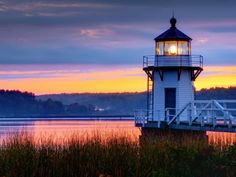 ✅Doubling Point Light is a lighthouse on the Kennebec River, in Arrowsic, Maine. Maine Lighthouses, Point Light, Beacon Of Light, Landscape Wallpaper, Scenery Wallpaper, Sunset Wallpaper, Wallpaper Wallpapers, Desktop Backgrounds, Desktop Wallpapers