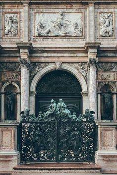 Venezia, piazza San Marco, Loggetta del Sansovino (progetto di Jacopo Sansovino,1537-49) - cancello in bronzo, opera di Antonio Gai, 1737